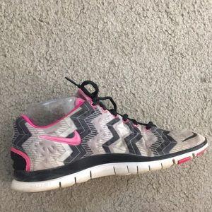 💕 Nike free run 5.0 pink black white  sz 7 💕